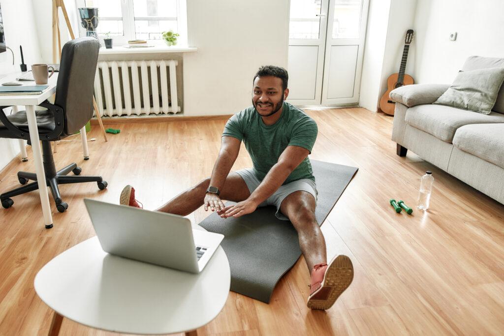 Com serviços online, você pode fazer aulas de alongamento e muito mais sem sair de casa